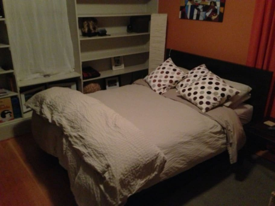 Bed has been updated to a Queen size bed