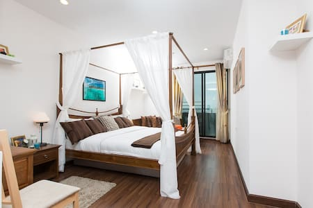 Very nicely decorated apartment for 4 people right in the center of Bangkok. Quite close to the central mall Siam Paragon. Apartment is equipped with kitchenette, household appliances, fast WIFI, air conditioner. The building has a swimming pool