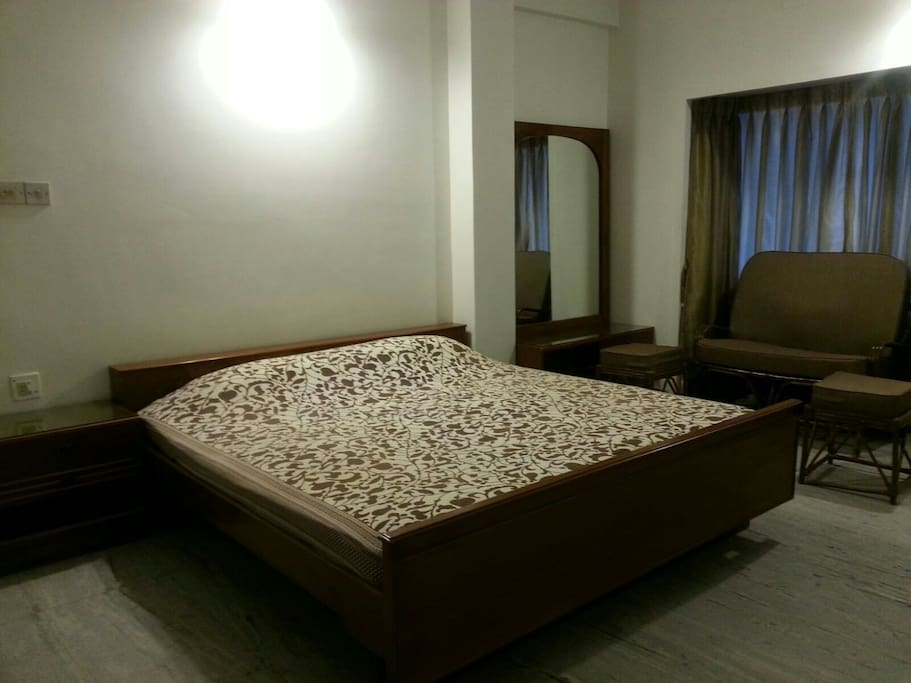2 bhk great luxury ballygunge apt apartments for rent - Master bedroom study table ...