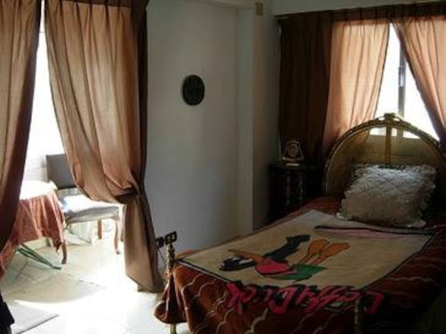 Rooms in a villa for rent