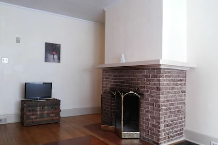 University Area Apartment - Appartement