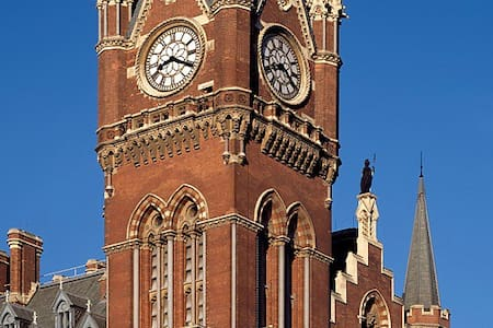 St Pancras Clock Tower Guest Suite