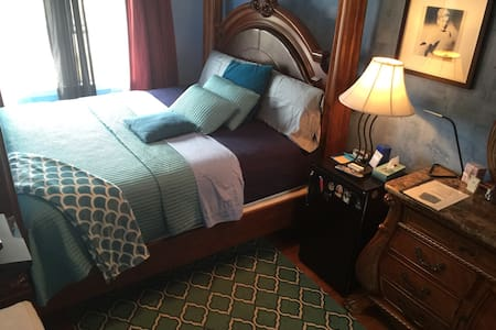 King Size, Next to Ohare/Rosmt Ctr. Shared Bath. - Franklin Park - House