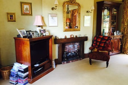 Large room in our 1930's Art Decco home - Newcastle-under-Lyme - Casa