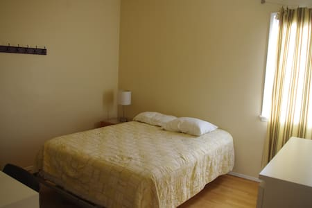 Great Location In Sunny Cali! dbl - Apartment
