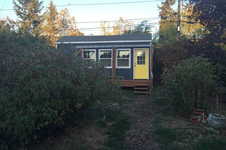 Our tiny house sits in a lovely back yard in South Eugene.  We are close to running trails and a long walk/short bike ride away from Autzen Stadium!  1 bed, with loft space, sink, mini-fridge, toaster-oven, bathroom with shower and composting toilet.
