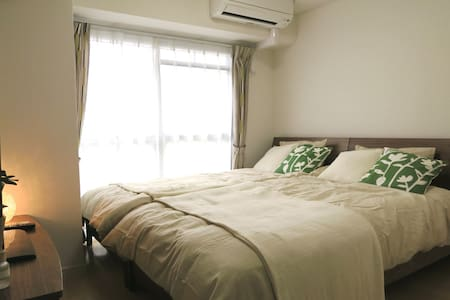 It's a dream of many people who want to live in Shibuya area, you will realize your dream, this apartment is located 3 min by train from the famous, Shibuya station very comfortable, large and bright apartment ideal for a family, friends or couple.