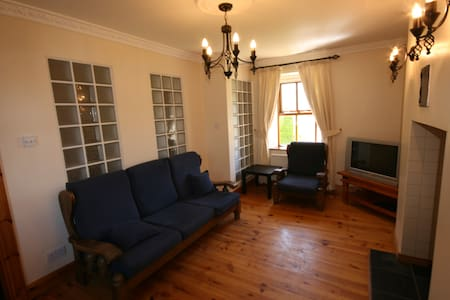 4 Bedroom Farmhouse Carlingford - Carlingford - House