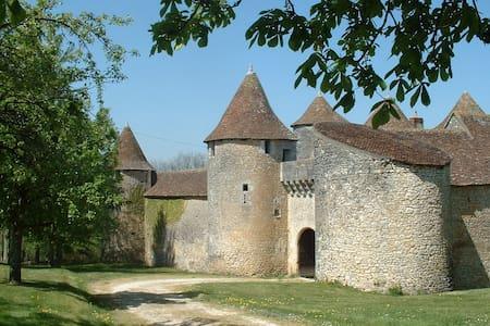 Château de Forges-Chambres d'hôtes - Kastil