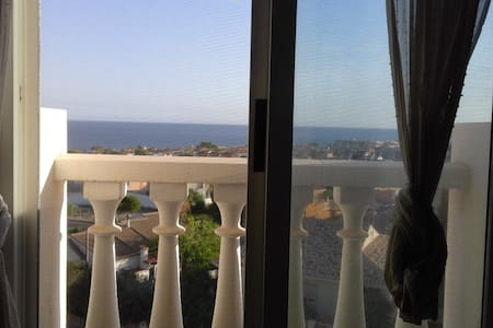 Overlooking the Mediterranean Sea - Hus