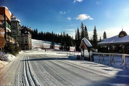 Ski in/out Condo At Silverstar, BC - Appartement