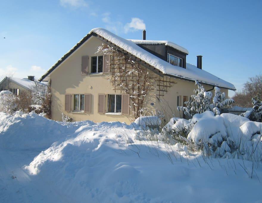 Unser Haus bei viel Schnee im Winter