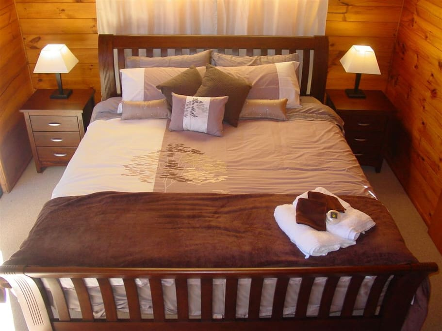 King Double bed in Air Conditioned Suite.  Pillowtop Mattress, sateen sheets, dual electric blanket......