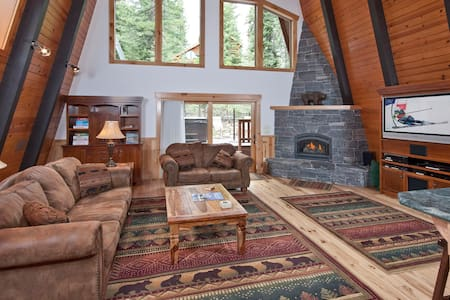 Tahoe Cabin w/Hot Tub, Pool Table