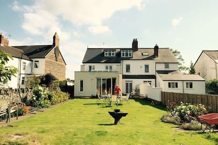 Spacious house north Cardiff - Cardiff
