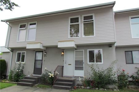 Close to Boundary Road - Vancouver - House