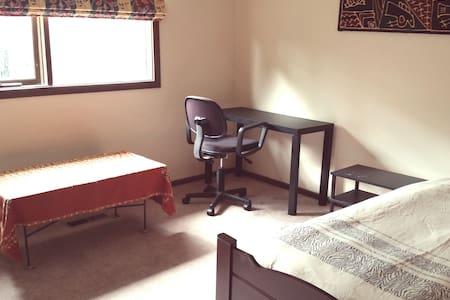 Single room with en-suite - Balwyn North