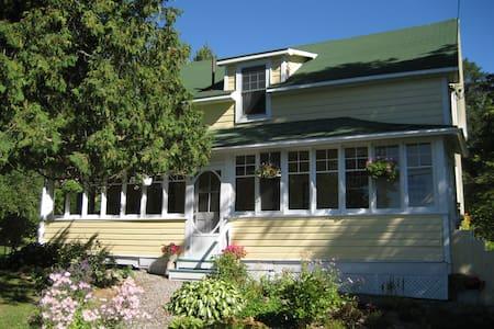 Historical Juddhaven Guest House - Oda + Kahvaltı