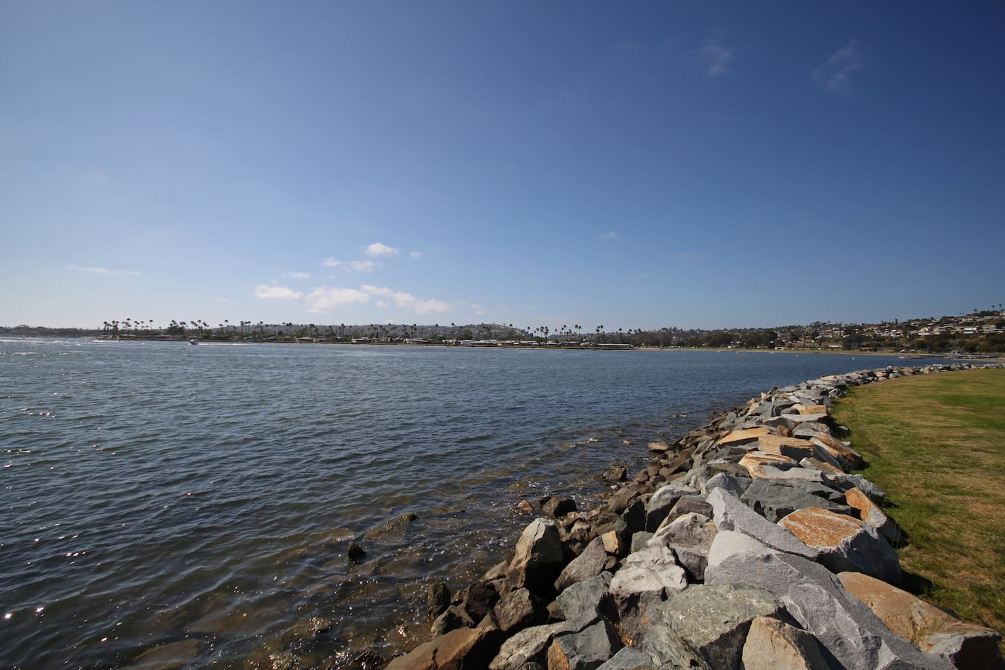3 minutes to Beautiful Mission Bay!