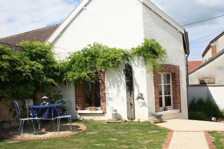Gite cosy pr 4 ds village viticole - Rumah