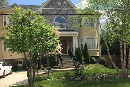 STUNNING HUGE HOUSE CLOSE D.C. - Haus