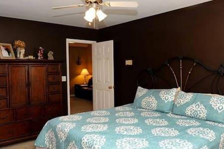 Master bedroom / bathroom suite - Chattanooga - Talo
