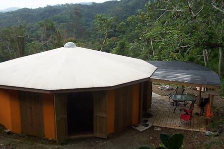 Unique Round House in the Mountains of SW PR - Ház