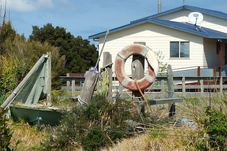 Grantara Bayside Holiday Home Toora - Toora - Casa