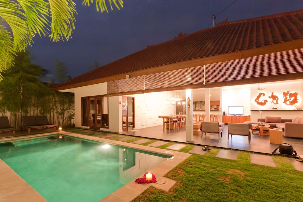 living + pool