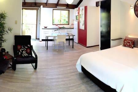 Byron Palm Studio B ( 1 bed )