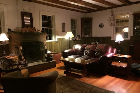 Spacious Historic Schoolhouse - Randolph - House