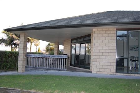 Spacious and private in a lovely setting with all the comforts of home.  Popular spot in a beautiful area and so close to everything Tauranga has to offer.  Very large for two bedrooms, around 100 sqm.  Possible use of pool & playground.