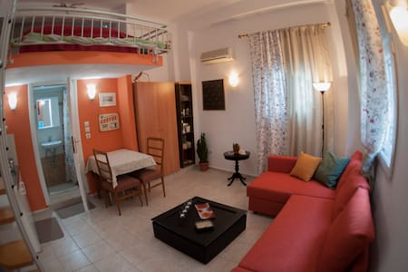 Cozy studio in the city center - Agios Pavlos - 独立屋