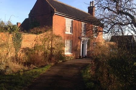 Family friendly farmhouse near sea - Suffolk - Hus