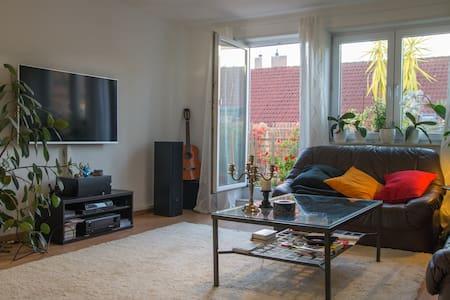 Moderne, helle Wohnung + Fahrräder - Eppelheim - Appartement