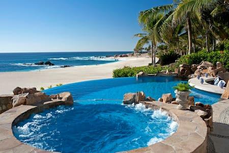 482 Beachfront Villa: 111985 - Vila