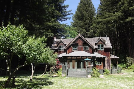 The Gate Lodge..a redwoods retreat - McKinleyville