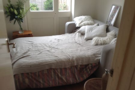 Double room  in Victorian House E3