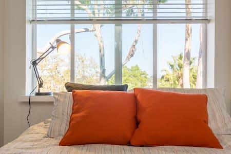 Spacious bedroom by the beach. Santa Monica, CA - Wohnung