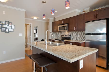 Best Location! Luxurious 2bd/2bth