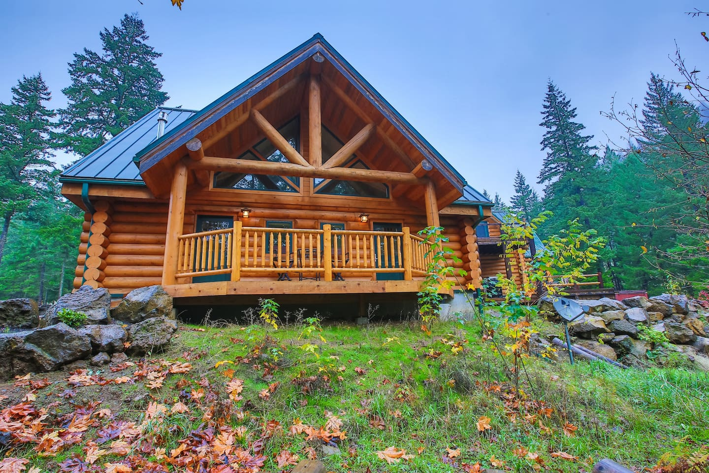 Stunning log cabin structure with 2 guest units