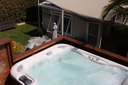 Central Ponsonby Villa with Spa