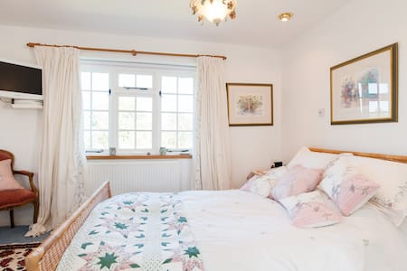 A country retreat close to Cardiff. - Bed & Breakfast