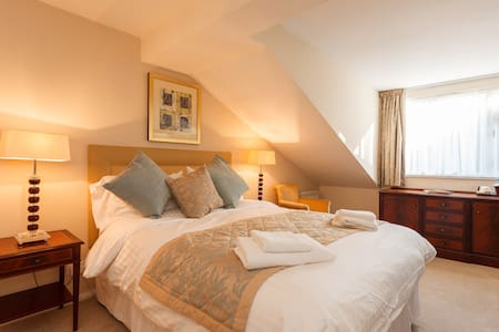 King Deluxe Room 1 - Bed & Breakfast