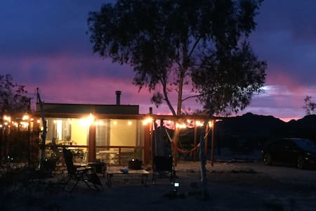 Joshua Tree Desert Retreat: El Ranchito Regio - House