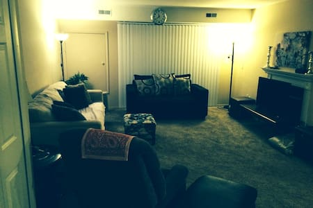 Entire 2 Bedroom Apt - Cozy & Clean