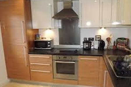 Bright, modern and clean apartment - Crawley - Apartment