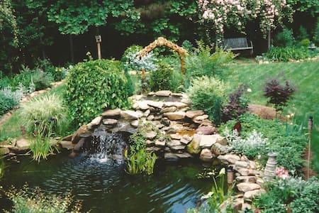 2 Private bedrooms/1 private bath near Atlanta, GA - House