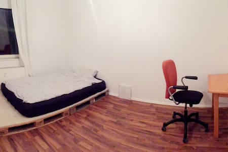 Bright & cosy room 5min from Kurfürstendamm - Berlin - Appartement
