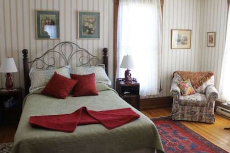 B&B Private Bath, Gourmet Breakfast - Westport